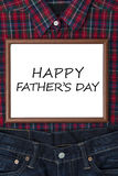 Wiadomość na whiteboard z prezentem dla ojca Zdjęcie Royalty Free