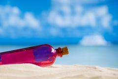 Wiadomość w butelce Obrazy Royalty Free