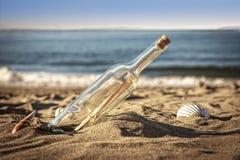 Wiadomość w butelce Zdjęcie Royalty Free