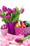 wiadra Easter jajek purpur tulipany Obrazy Royalty Free