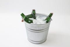 Wiadro piwo na lodzie Zdjęcia Stock