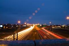Wiadukt, światło ślada, chmurny wieczór Obraz Royalty Free