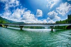 Wiadukt autostrady mosta piędzie przez jezioro Zdjęcia Stock