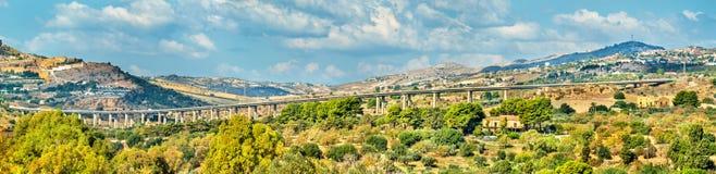 Wiadukt blisko Agrigento dolina świątynie sicily Zdjęcie Royalty Free