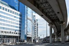 Wiadukt i budynek biurowy Obrazy Royalty Free