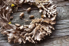 Wianek dębów acorns i liście Fotografia Stock