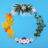 Wianek robić naturalny materiał, symbolizujący sezony Fotografia Royalty Free