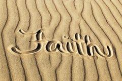 Wiara Pisać w piasku przy Wielkim piasek diun parkiem narodowym i Zdjęcia Royalty Free