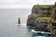 ?wiat s?awne falezy Moher w okr?gu administracyjnym Clare, Irlandia zdjęcia stock