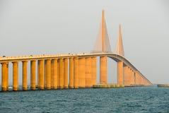 Światła słonecznego Skyway most - Zatoka Tampa, Floryda Fotografia Stock