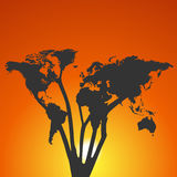 Światowej mapy drzewo przy zmierzchem royalty ilustracja