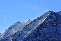 Wiatr nad góry obrazy royalty free