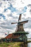 Wiatraczek De Kat przy Zaanse Schans w holandiach Zdjęcie Stock
