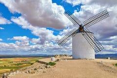 Wiatraczek przy pagórka Consuegra Castilla losem angeles Mancha Zdjęcie Stock