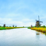 Wiatraczki i kanał w Kinderdijk, Holandia lub holandiach. Unesco miejsce Obraz Stock