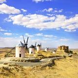 Wiatraczki i kasztel Consuegra. Hiszpania zdjęcie royalty free