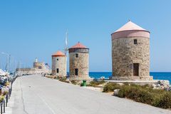 Wiatraczki w Mandreki zatoce, Rhodes, Grecja obraz stock