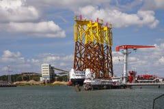 Wiatrowa energia przy morzem Zdjęcie Royalty Free
