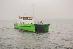 Wiatrowej energii firma buduje farmę wiatrową w Belgia obraz stock