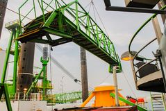 Wiatrowej energii firma buduje farmę wiatrową w Belgia obrazy royalty free