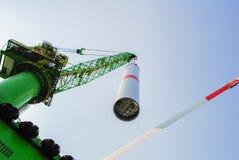 Wiatrowej energii firma buduje farmę wiatrową w Belgia zdjęcie royalty free