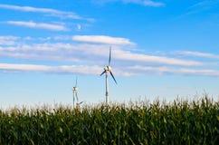 Wiatrowej energii młyn obrazy royalty free