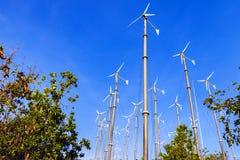 Wiatrowej energii planu niebieskie niebo Obraz Royalty Free
