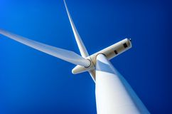Wiatrowej energii turbina, ekologia obraz stock
