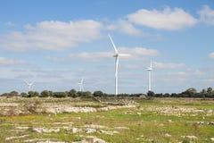 Wiatrowi generatory w wsi obrazy royalty free