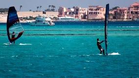 Wiatrowi surfingowowie w Czerwonym morzu Obrazy Stock
