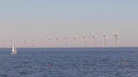 Wiatrowi tubines przy morzem zbiory