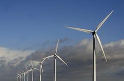 Wiatrowy gospodarstwo rolne i cloudscape Zdjęcie Stock