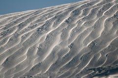 Wiatrowy kształt świeży śnieg Obrazy Stock