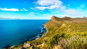 Wiatry zamiatający szczyty blisko przylądka punktu na przylądka półwysepie w Południowa Afryka i Obrazy Royalty Free