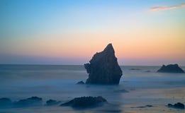 Wibrujący błękitni godzina kolory przy plażą zdjęcie royalty free
