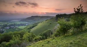 Wibrujący wschód słońca nad wieś krajobrazem zdjęcie royalty free