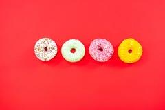 Wibrującego donuts mieszkania nieatutowy minimalistic projekt Zdjęcie Royalty Free