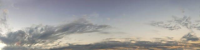 Wibrujący panoramiczny niebo na mrocznym czasie Zdjęcie Royalty Free