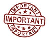 Wichtiger Stempel zeigt kritische Informationen oder Dokumente Lizenzfreie Stockbilder