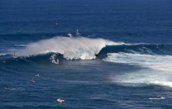 Wickeln Sie Surfer bei Peahi, oder Kiefer surfen Bruch, Maui, Hawaii, USA Lizenzfreies Stockfoto