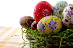 wicker пасхального яйца корзины Стоковое фото RF