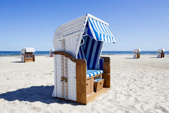 Wicker roofed beach chairs at the seashore Royalty Free Stock Photos