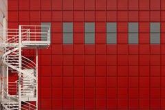 Wicklungtreppen auf einem roten Hintergrund Lizenzfreie Stockbilder