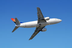 Wide-bodied jet airliner. In the sky taken from below Royalty Free Stock Photos