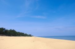Wide empty summer beach. With blue sky Royalty Free Stock Photography