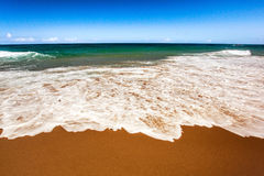Wide ocean wave with foam Royalty Free Stock Photos