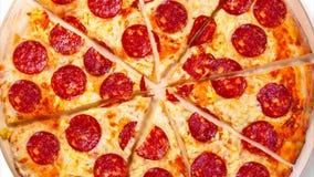 Wideo poruszający tło pokrajać pepperoni pizzę footage zdjęcie wideo