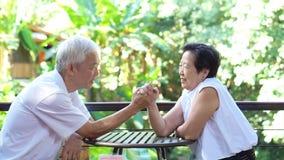 Wideo sekret lasting miłość Azjatycki senior stosuje się, daje wewnątrz each inny w życiu, zbiory