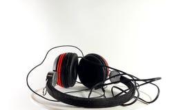 Wideo 360 stopni, hełmofony na białym tle, muzyczny akcesorium słuchać muzyka zbiory