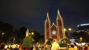 Wideo widok na Notre-Dame katedrze w Ho Chi Minh mieście w Wesoło święto bożęgo narodzenia (Nha Tho Duc półdupki) zbiory